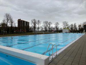 Outside swimming pool Crommenije Krommenie
